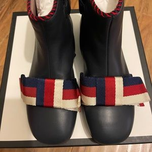Kids gucci leather boots size 32